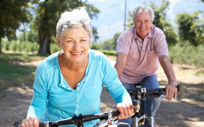 Atividades ao ar livre são uma ótima maneira de se expor ao sol e ter uma vida mais saudável.